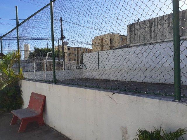 Excelente ap Peixinhos,cond fechado,portaria,salão play,pracinha,campo,muito bom - Foto 7