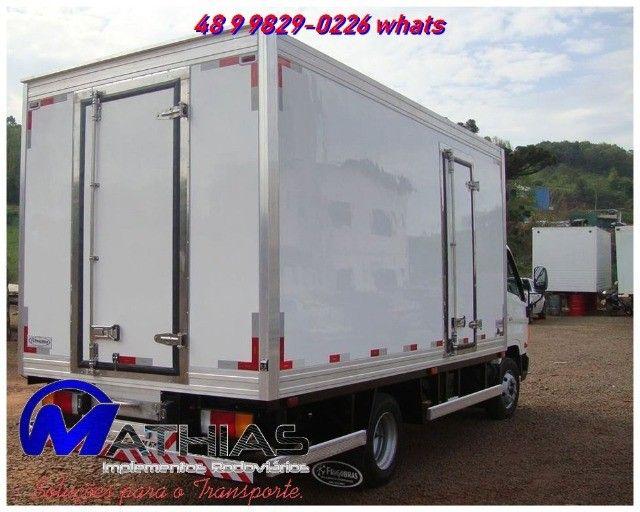 carroceria termica baus refrigerados produzidos sob medida novos e semi novos - Foto 2