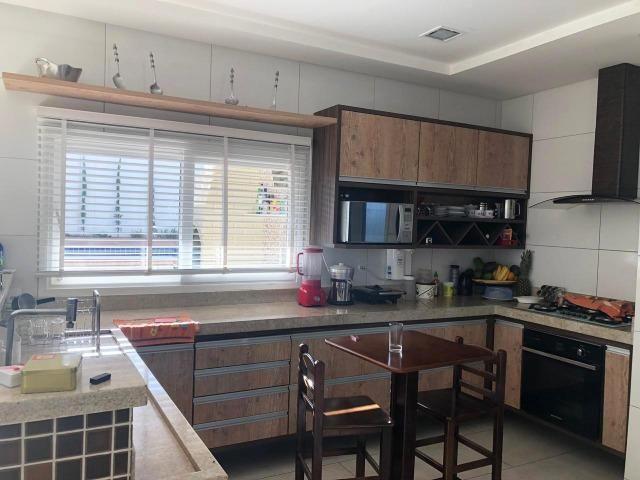 Casa no Condomínio Alphaville com 3 quartos, sendo uma suíte com closet - Foto 2