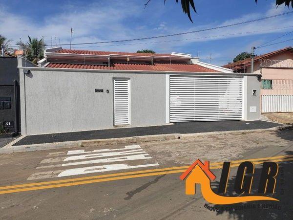 Casa para venda tem 300 metros quadrados com 3 quartos - Foto 2