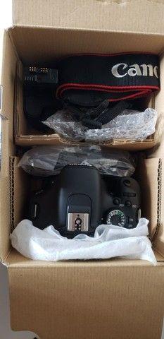 Canon t3i com gripe + 4 baterias novas aceito troca por PC Gamer i5 ou Superior  - Foto 3