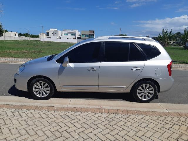 Kia Carens EX2 Automático - 7 lugares - Van/perua