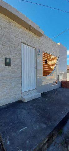 Vende-se Casa com 2 quartos (sendo uma Suite), 2 salas, de esquina - Foto 2