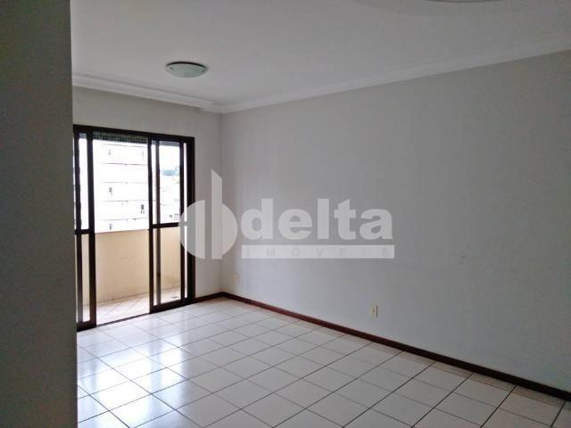 Apartamento para alugar com 3 dormitórios em Santa maria, Uberlandia cod:642647