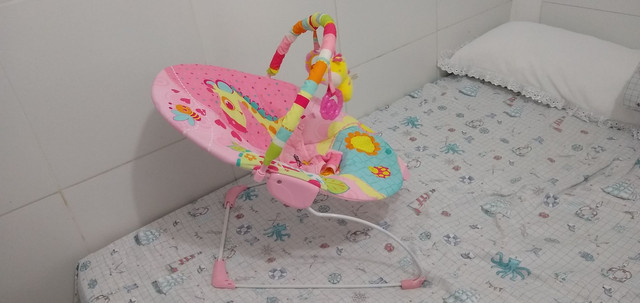 Cadeira vibratória para recém nascido.