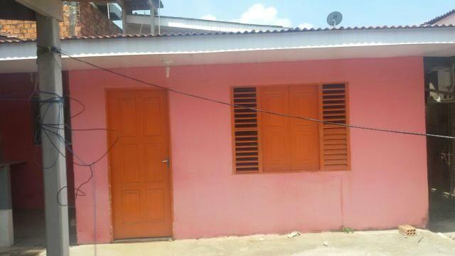 Aluga se casa com dois quartos e sala cozinha área de serviço