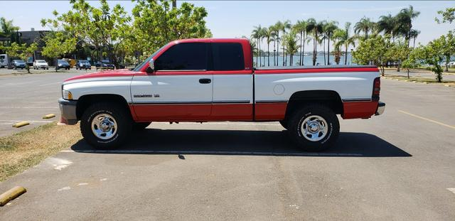 Vendo urgente Dodge RAM 1500 Laramie 5.9 V8 Cabine Estendida