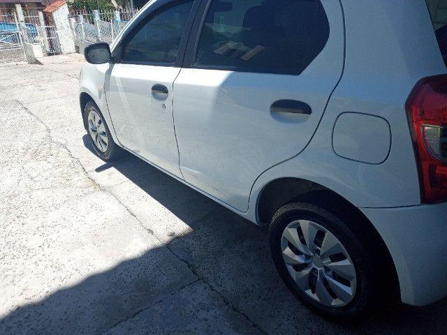 Toyota etios hatch - Foto 10