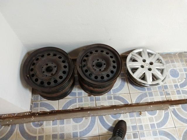 Vendo calhas aro 14 com dois pneus mais o menos
