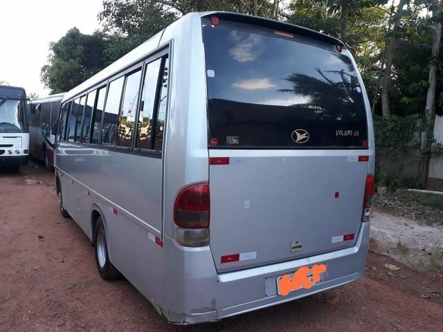 Vendo um micro-ônibus 22 lugares - Foto 4