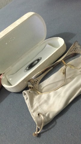 Óculos original Dart oakley feminina usada poucas vezes - Foto 3