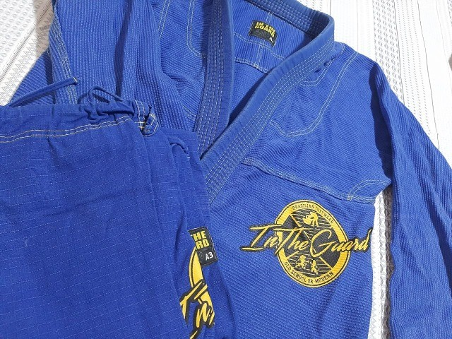 Kimono A3 Jiu Jitsu, Marca In the Guard azul, trançado semi-novo