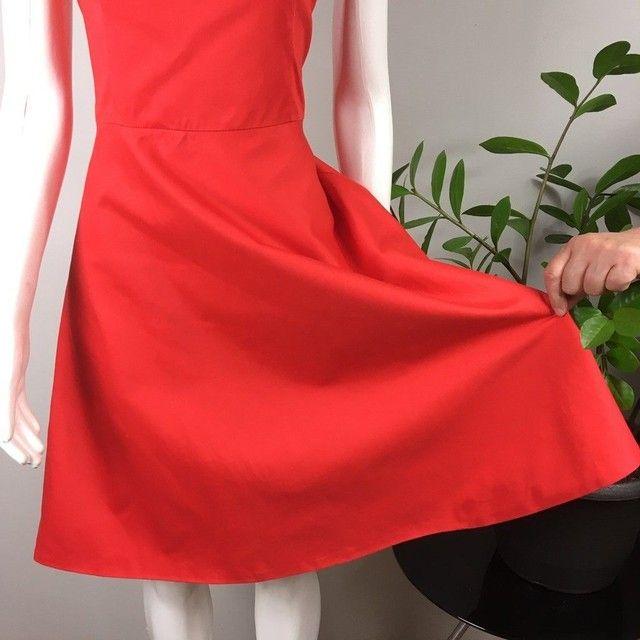 Vestido modelo tomara-que-caia, acinturado, saia evasê, vermelho bazar desapego brechó - Foto 3