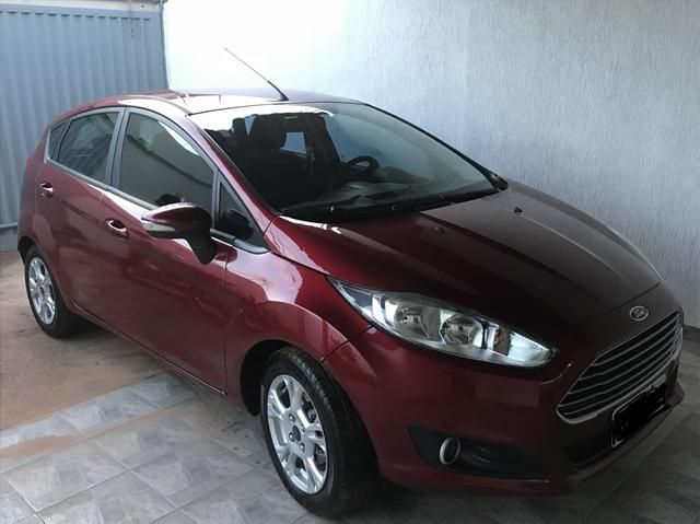 Carro New Fiesta