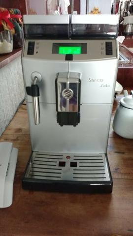 Máquina de Café Expresso Automática com Moedor, marca Saeco (Philips), modelo Lirika