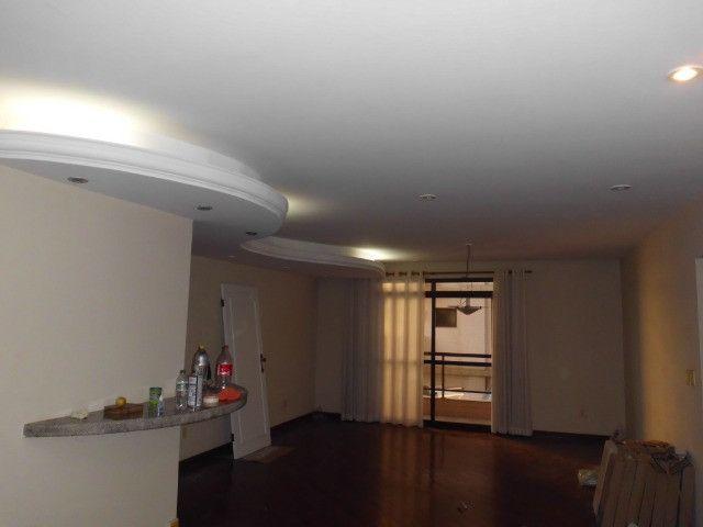 A103 - Apartamento com três suítes no centro nobre da cidade