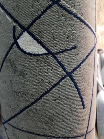 Tecido navalhado cor cinza