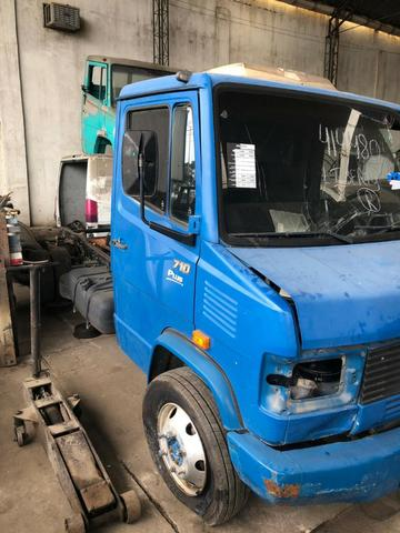 Sucata de Caminhão M. Benz 710 Plus 10/11(Somente p/ retirada de peças) - Foto 2