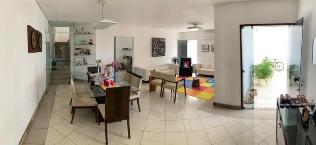 Casa no bairro Caminho do Sol, com: 4 quartos, sendo duas suítes // #piscina #escritório - Foto 2