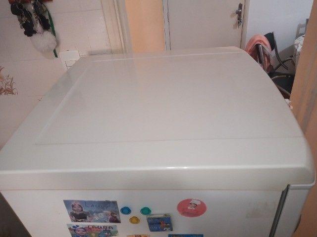 Geladeira 1 Porta Electrolux 240 Litros Branca - RE28 - 220V - Foto 4
