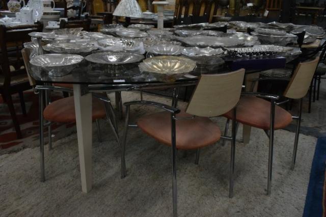 Mesa com 6 cadeiras e tampo vidro triangular - Parc 10x- Mercado das Pulgas