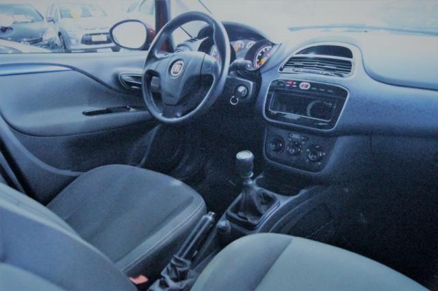 Fiat Punto 1.4 AtTractive Manual 2015 - Foto 5