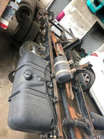 Sucata de Caminhão M. Benz 710 Plus 10/11(Somente p/ retirada de peças) - Foto 3