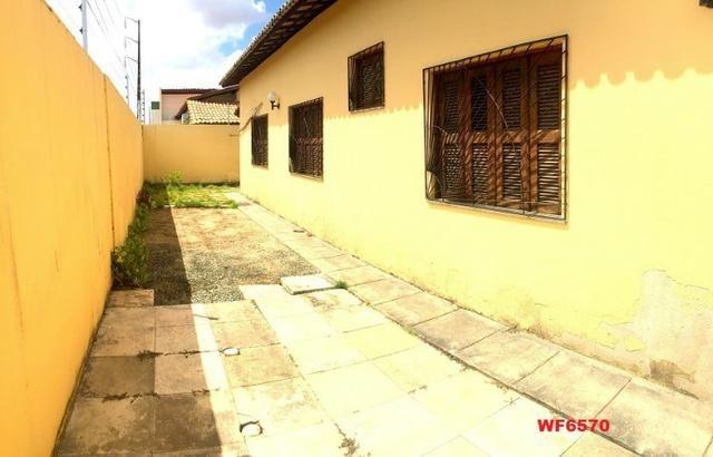 Casa plana no Castelão, 3 quartos, 6 vagas, deck com churrasqueira, - Foto 8