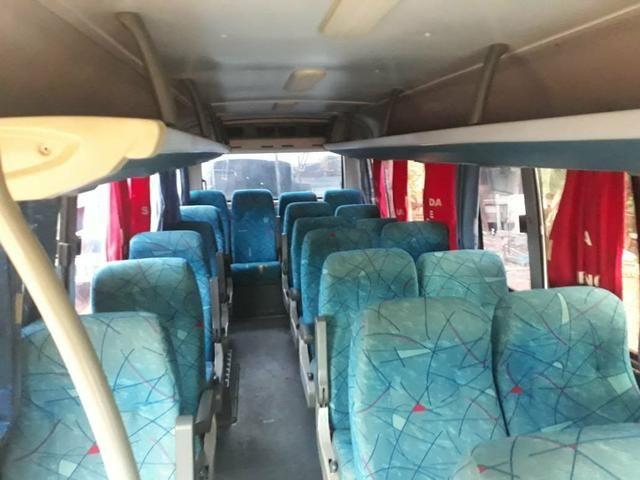 Vendo um micro-ônibus 22 lugares - Foto 3