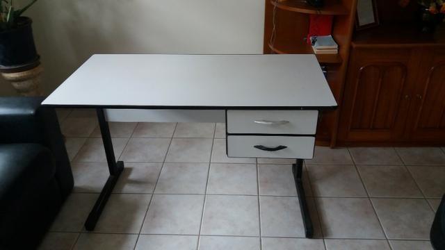 Cadeiras e mesas para escritorio,painéis, gondolas, etc - Foto 2
