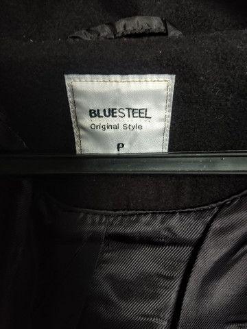Casaco trench coat preto com botões - Foto 2