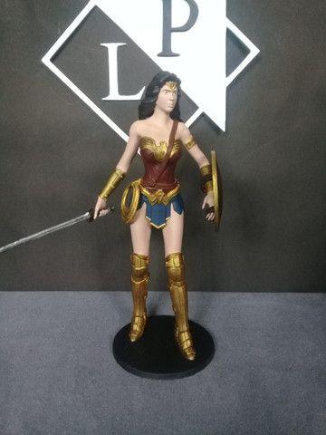 Boneco colecionável Mulher Maravilha Liga da Justiça