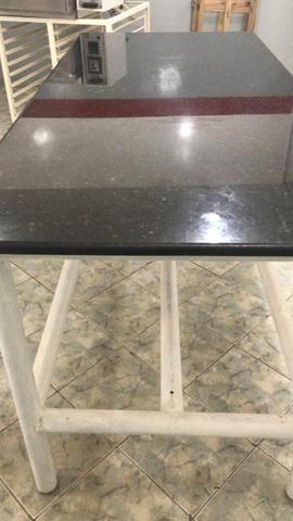 Mesa bem reforçada ideal para padaria lanchonete restourante