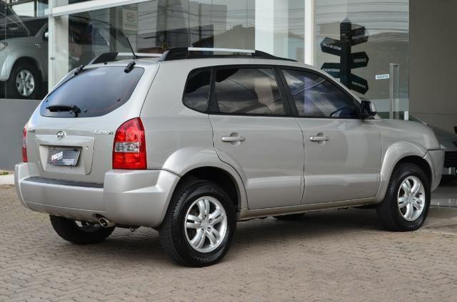 Hyundai Tucson 2.0 gl gasolina automática * completa * pneus novos - Foto 8
