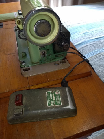 Vendo máquina de costura antiga - Foto 4