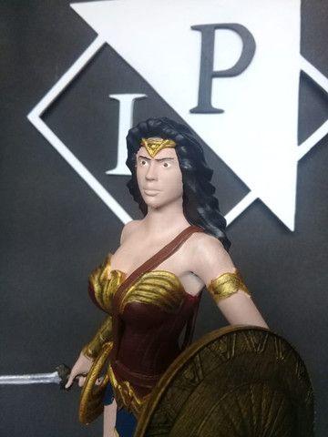 Boneco colecionável Mulher Maravilha Liga da Justiça - Foto 3