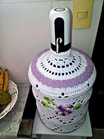 Capa para garrafão de água 20L em crochê novo - Foto 2