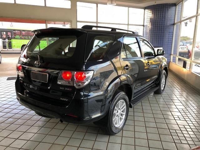 Toyota Hilux SW4 SRV_3.0D4-D_AUT._4X4_7LgareS_ExtrANoA_LacradAOriginaL_RevisadA_ - Foto 4