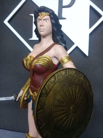 Boneco colecionável Mulher Maravilha Liga da Justiça - Foto 5