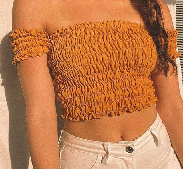 Cropped lastex apenas R$ 35,00. Tamanho único e veste vários tamanhos.
