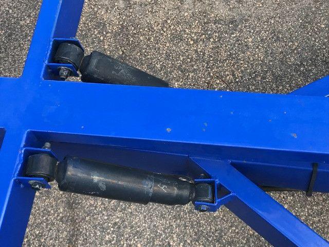 Carretinha reboque para veiculos Capacidade 1300 kg articulável, pneus novos - Foto 12
