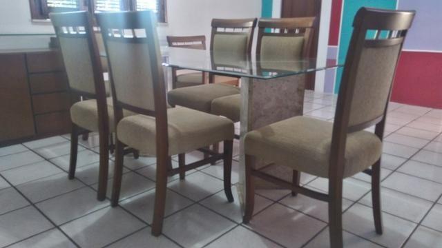 Sala de Jantar comprada na Jacaúna- Em madeira de lei com tampo de vidro e base de mármore