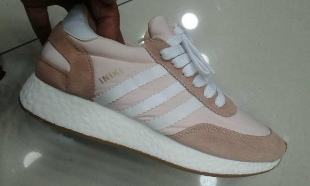 Adidas Iniki muito leve e macio veja mais cores