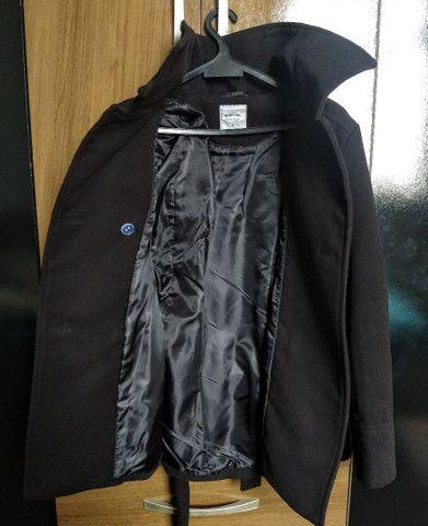 Casaco trench coat preto com botões - Foto 3
