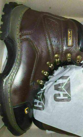 Bota de couro top de linha, costurada e colada  - Foto 2