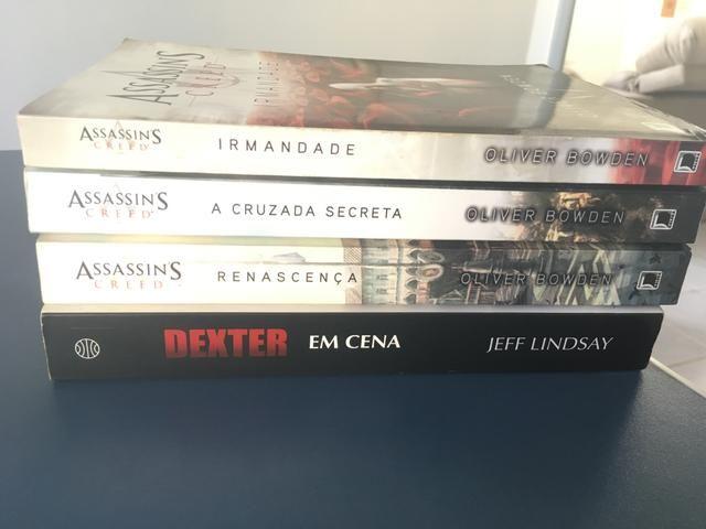 3 livros AC e 1 Dexter