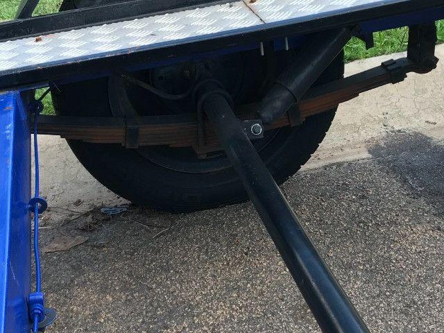 Carretinha reboque para veiculos Capacidade 1300 kg articulável, pneus novos - Foto 11