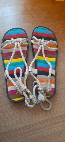 Sandália estilosa feita a mão