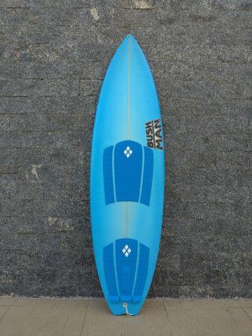 """Prancha de Surf BushMan 5'10"""" SemiNova"""
