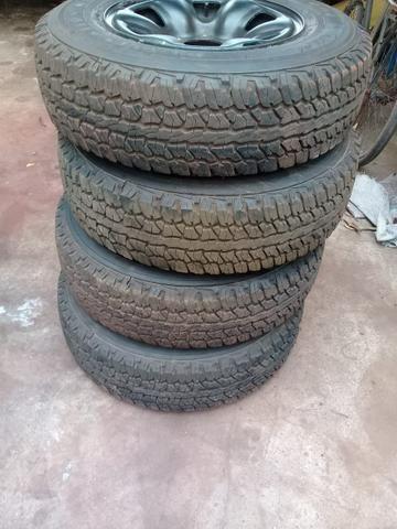 Rodas e pneus Hilux ( não vendo separado)